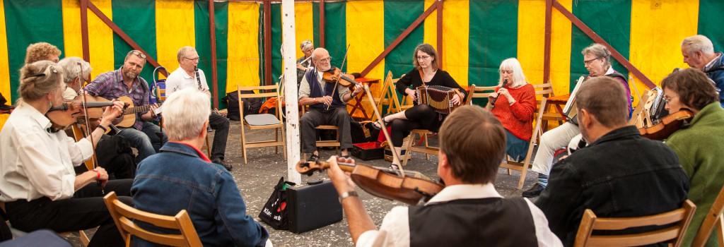 Musikværksted i teltet
